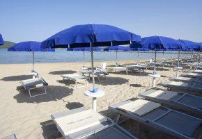 spiaggia ombrelloni hotel porto conte alghero sardegna